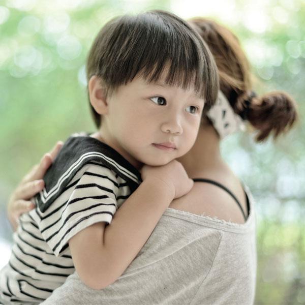 cara terbaik memeluk anak