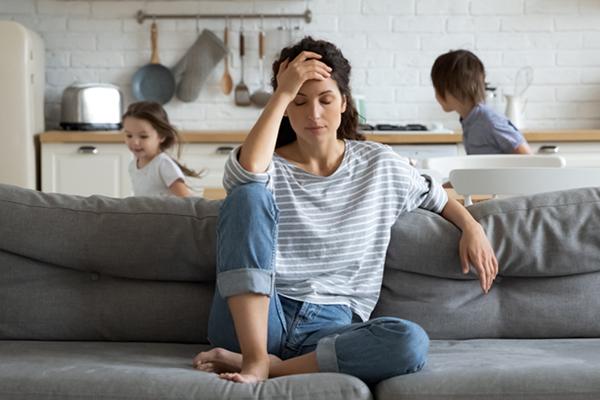 10 Alasan Perempuan Merasa Kesepian Setelah Menjadi Ibu