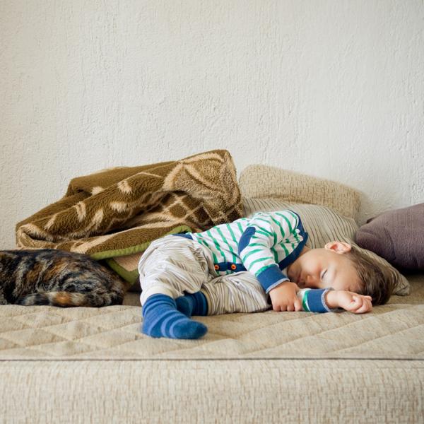Anak Menendang Saat Tidur, Ini Alasannya!