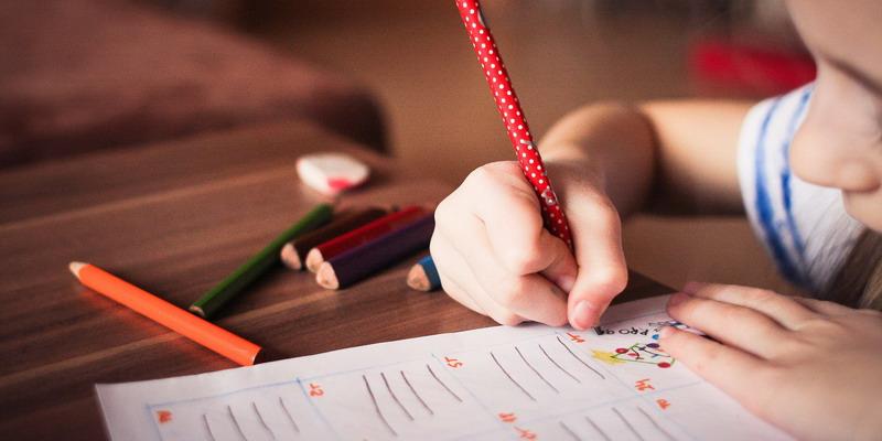 Manfaat Melatih Anak Menulis Cerita