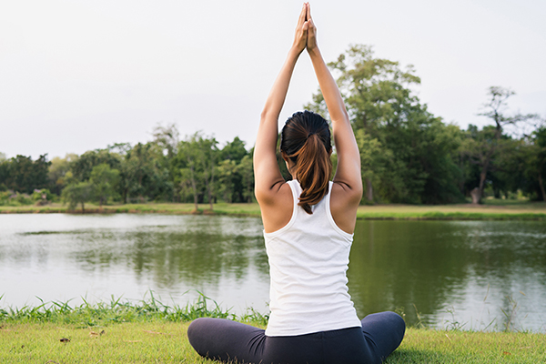 Perempuan 4x Lebih Berisiko Osteoporosis, Cegah dengan 5 Langkah Ini