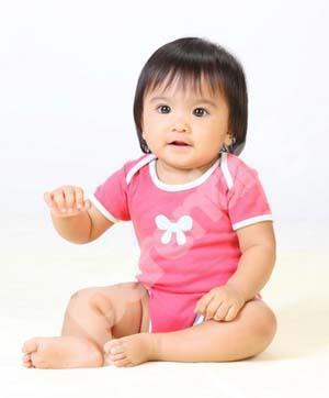 Benda Bergerak Rangsang Bayi Main